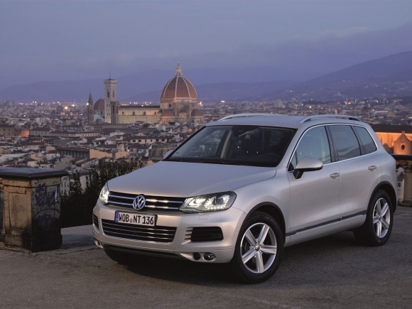 volkswagen touareg crossover suv 2012 pictures. Black Bedroom Furniture Sets. Home Design Ideas