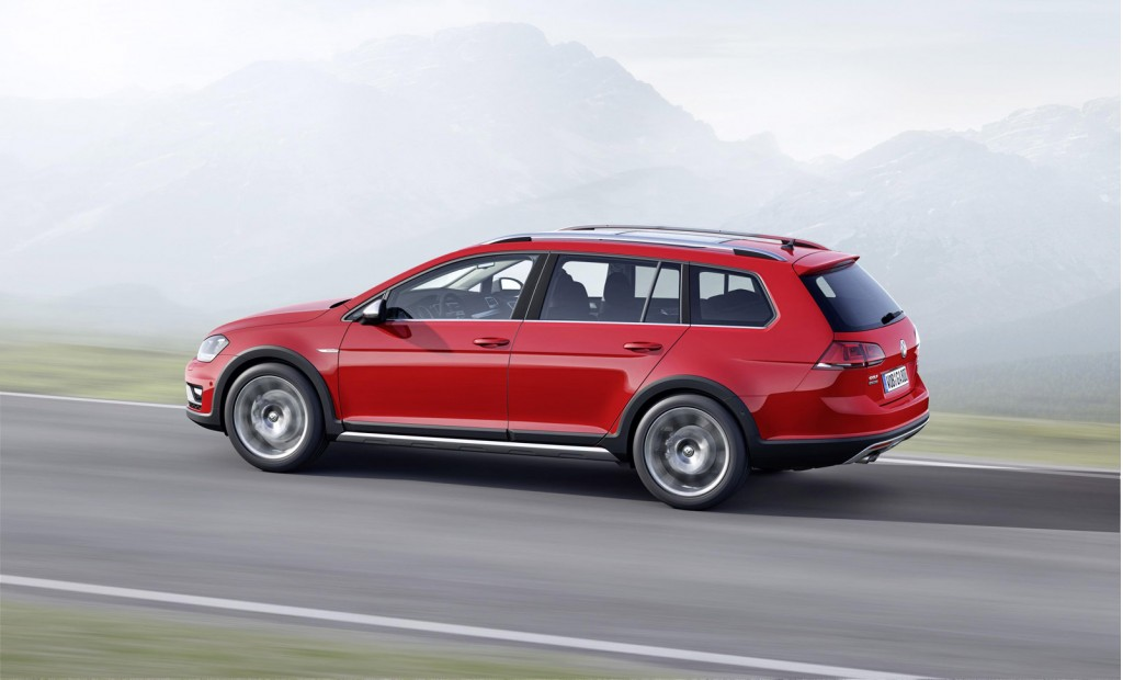 The All New Volkswagen Golf Alltrack 2015 Is An Attention Magnet