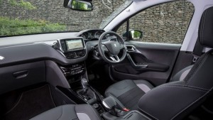 2017 Peugeot 2008 (2)