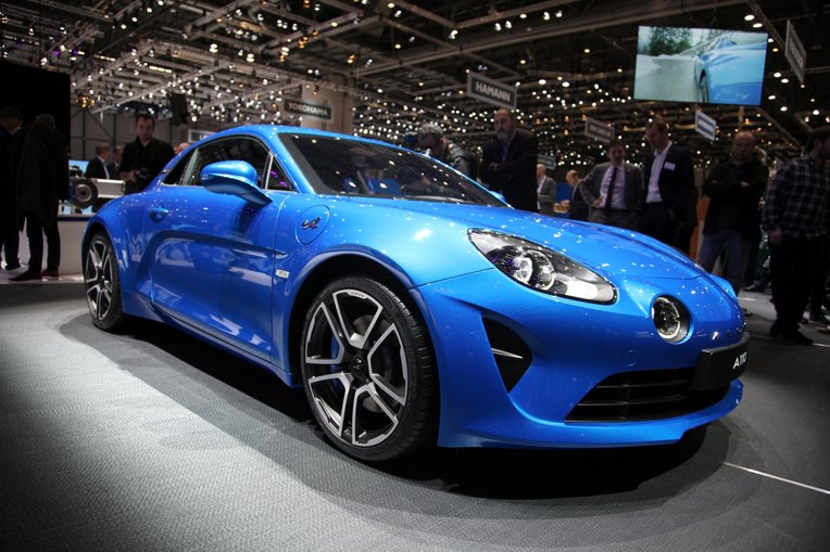 5 key features of the alpine a110 suv news and analysis. Black Bedroom Furniture Sets. Home Design Ideas