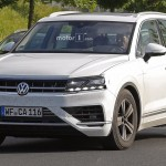 Spy shot of the 2018 Volkswagen Touareg. (Photo Source: Motor1)