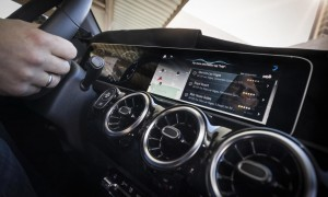 Mercedes-Benz auf der Consumer Electronics Show (CES) in Las Vegas: Weltpremiere des intuitiven und lernfähigen Multimediasystems MBUX – Mercedes-Benz User Experience, das 2018 in der neuen A‑Klasse in Serie geht. Mit innovativer Technologie basierend auf künstlicher Intelligenz und einem intuitiven Bedienkonzept läutet MBUX damit eine neue Ära beim Infotainment ein. Mercedes-Benz at the Consumer Electronics Show (CES) in Las Vegas: World premiere of the intuitive and intelligent multimedia system MBUX - Mercedes-Benz User Experience. It will enter series production in 2018 in the new A‑Class. MBUX is heralding a new era of infotainment with innovative technology based on artificial intelligence and an intuitive operating concept.