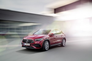 Kompaktes Multitalent für den Einstieg in die Mercedes-AMG Welt Der neue Mercedes-AMG GLA 35 4MATIC Compact all-rounder as an entry to the Mercedes-AMG world The new Mercedes-AMG GLA 35 4MATIC